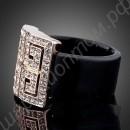 Квадратное позолоченное кольцо с оригинальным узором из фианитовых дорожек