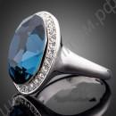 Яркое позолоченное кольцо с огромным голубым камнем и фианитовой дорожкой по кругу
