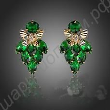 Несравненные серьги с позолоченными бабочками и фианитами зелёного цвета