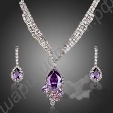 Превосходный комплект украшений (серьги, ожерелье) с фианитами белого и фиолетового цветов, покрытый белым золотом