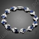 Хорошенький браслетик с синими камушками в форме сердечек