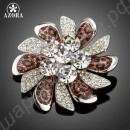 Обворожительная брошь в виде симпатичного цветка, усыпанного австрийскими кристаллами