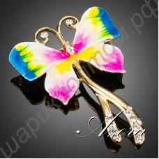 Обольстительная брошь в виде разноцветной бабочки, усыпанной камушками