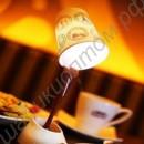 Светильник в виде льющегося кофе