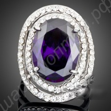 Кольцо с фиолетовым австрийским кристаллом с дорожкой белых фианитов по кругу, покрытое платиной