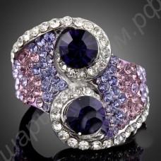 Кольцо с разноцветными фианитами и двумя крупными фиолетовыми австрийскими кристаллами в платиновом покрытии