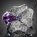 Кольцо в виде цветка с фиолетовым австрийским кристаллом и россыпью белых фианитов, покрытое платиной