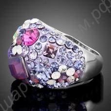 Кольцо с прямоугольными австрийскими кристаллами и россыпью разноцветных фианитов, покрытое платиной