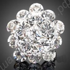 Кольцо в виде цветка из крупных прозрачных фианитов в платиновом покрытии